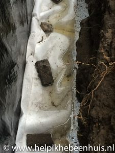 De zandkoffer dichtgevouwen en de pomp weg