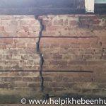 Sleuven in de muur ingefreesd voor de wokkels