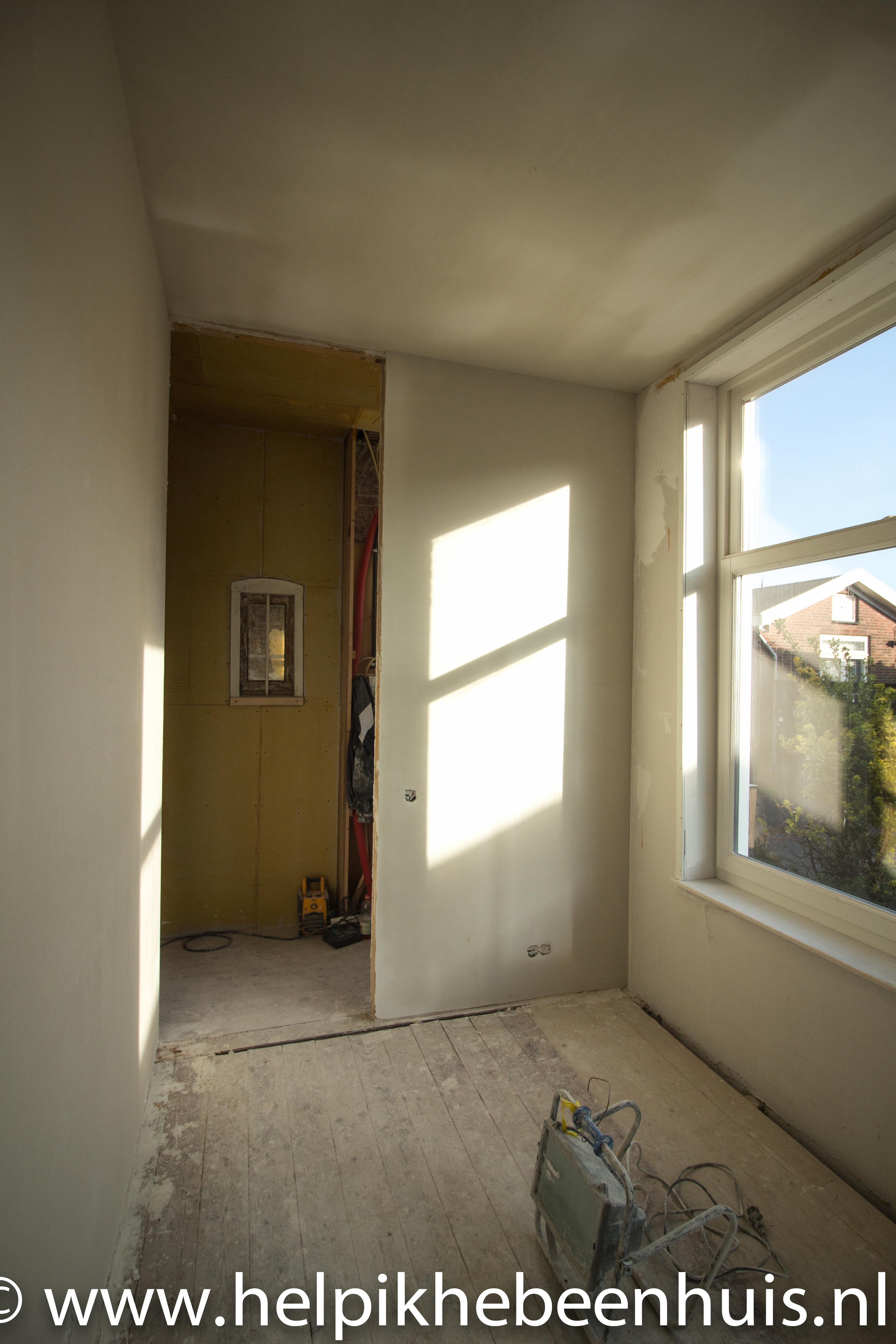 De Tijdelijke Keuken Met Een Vers Gestucte En Gevoegde Badkamer Warm Water  Aangesloten De Avond Voor We Verhuisden En De Werkkamer To Be.